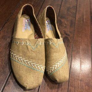Bob's canvas shoes